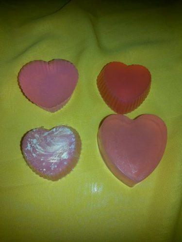 Мыло ручной работы в форме сердца. Четыре кусочка мыла