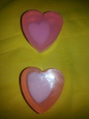 Мыло ручной работы в форме сердца. Мыло с сердечками внутри
