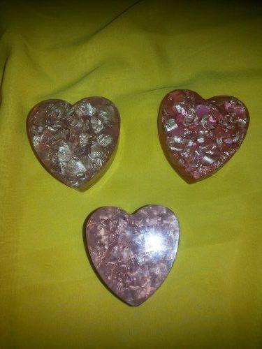 Мыло ручной работы в форме сердца. Мыло с наполнителем