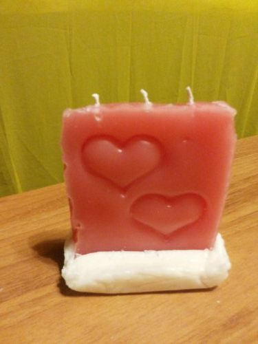 Как сделать красивые свечи своими руками- свеча с вдавленными сердцами